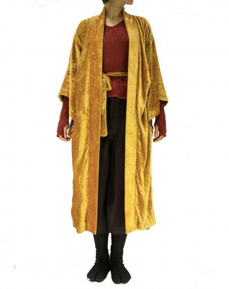 Kimono en velours de soie dorée
